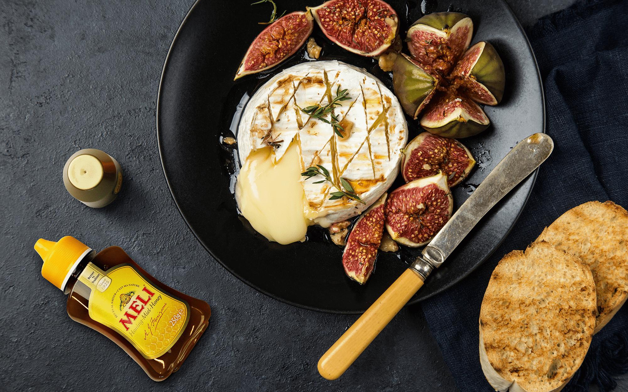 Camembert grillé avec figues et miel