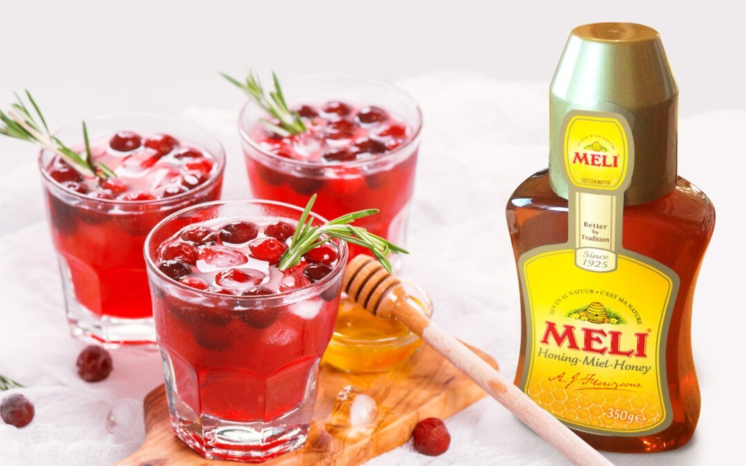 Cocktail de canneberge au miel et romarin