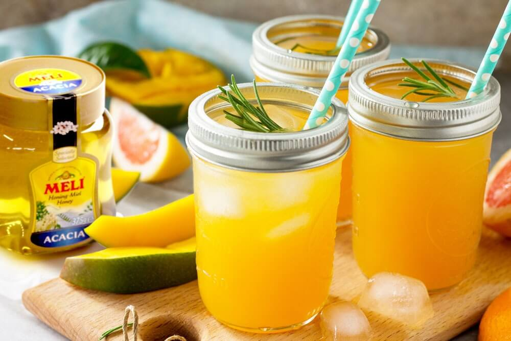 Cocktail sans alcool au pamplemousse et à la mangue