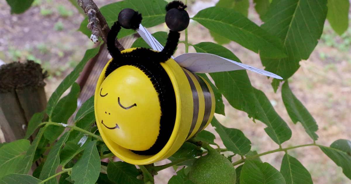 Une abeille dans le jardin