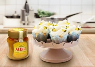 Cupcakes met bijtjes en honing-botercrème