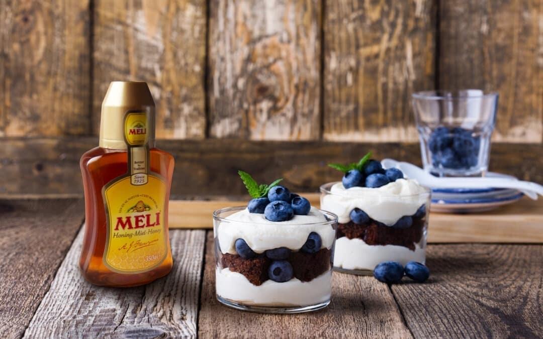 Trifle met mascarpone, brownie en blauwe bessen