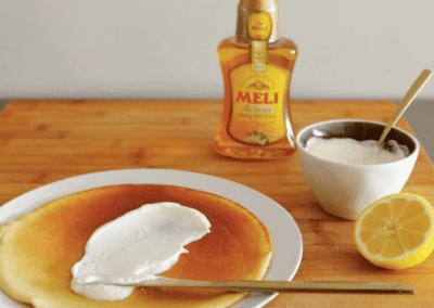 Boekweitpannenkoekjes met ricotta, honing en citroen