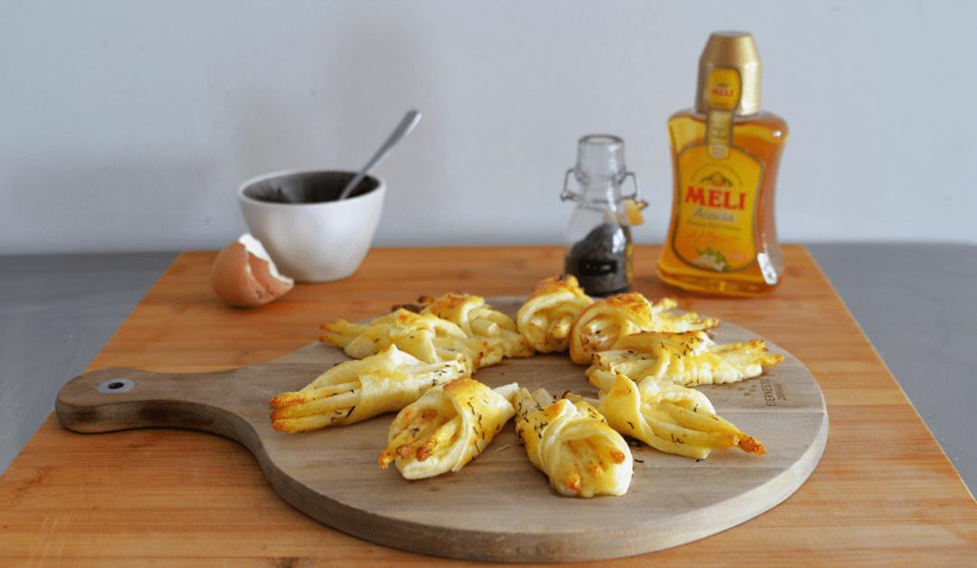 Bladerdeeggebakjes met asperges, brie en honing
