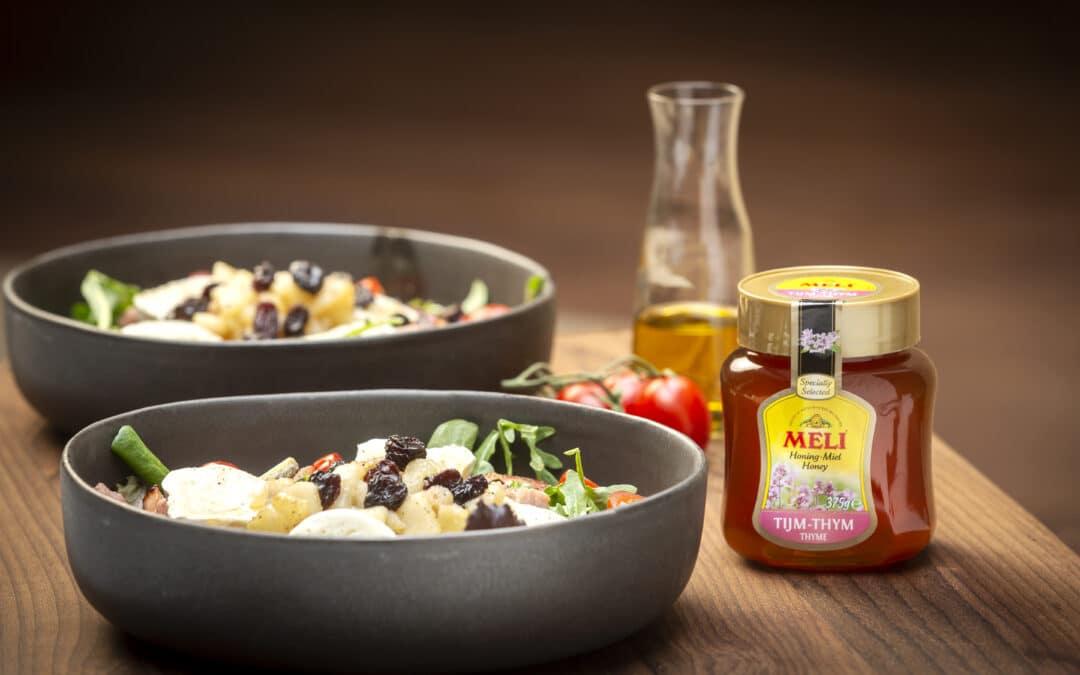 Salade met geitenkaas, gerookt spek en honing