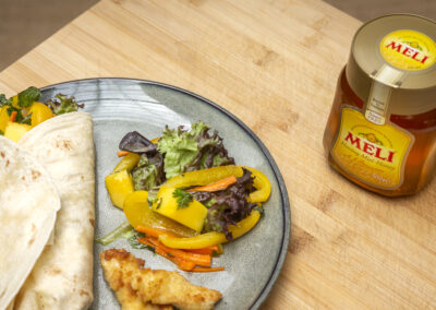 Lunch wraps met kip, mango en honing