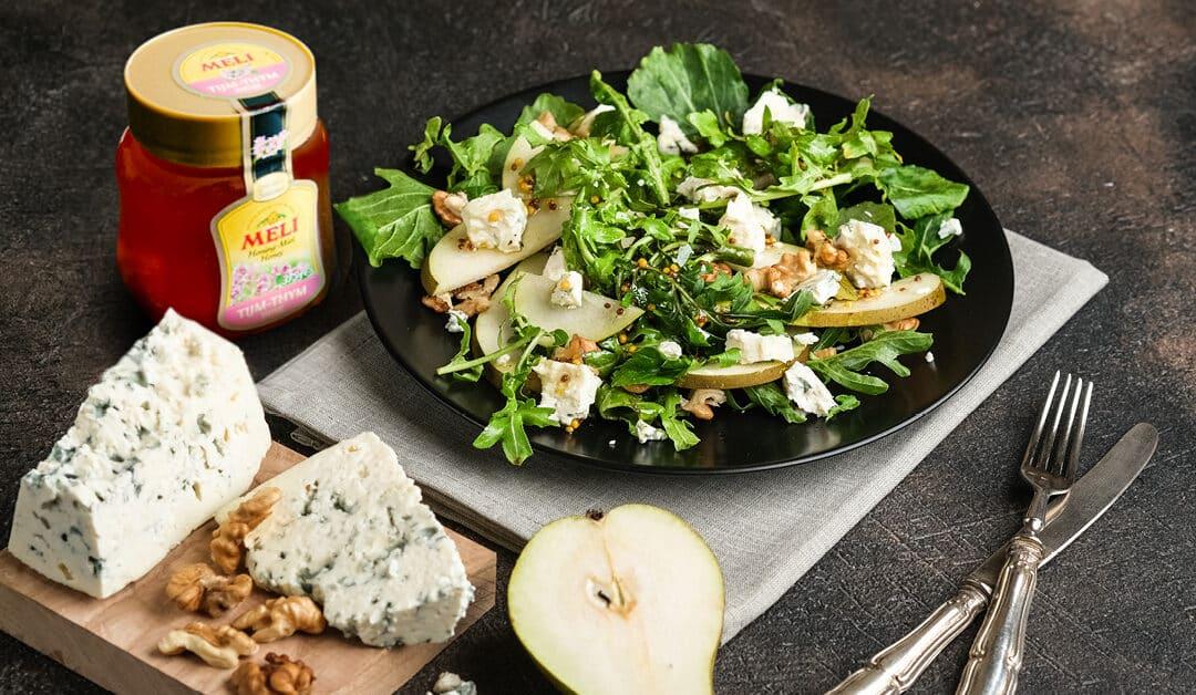 Salade d'automne au roquefort et croûtons chauds