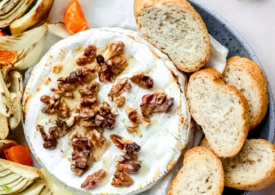 Brie uit de oven met venkel-mandarijnsalade